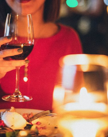 Když se snoubí dobré jídlo s vhodným vínem, tak jedna porce nestačí
